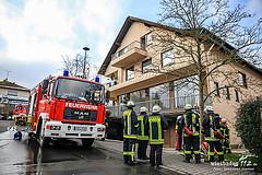 Feuerwehr rettet zwei Personen bei Kellerbrand in Wehen