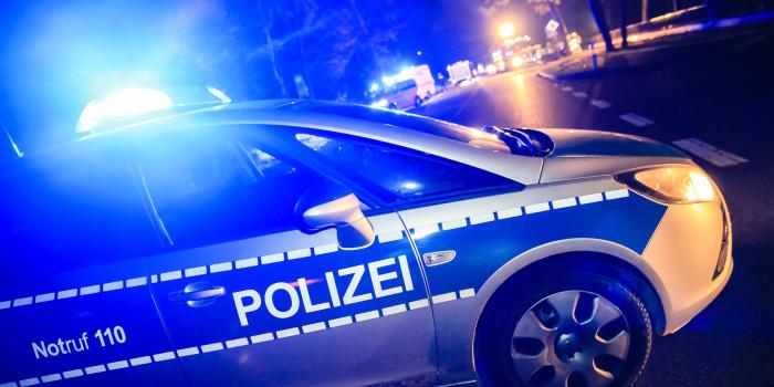 Polizisten auf Einsatzfahrt verletzt – Streifenwagen stößt mit Lkw zusammen