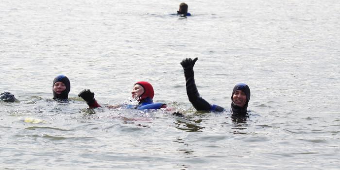 Silvesterabschwimmen der Feuerwehr Mainz mit 167 Tauchern für den guten Zweck