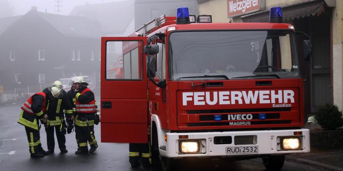Toilettencontainer an der Bad Schwalbacher Eislaufbahn niedergebrannt