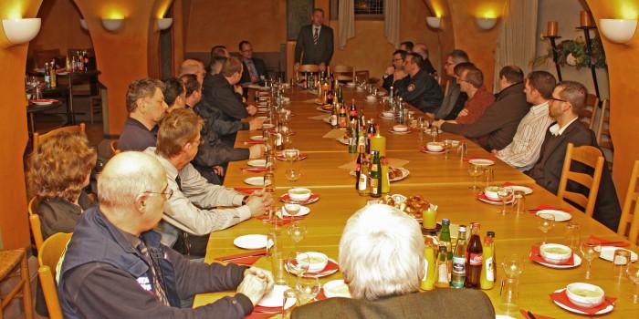 Main-Taunus-Kreis ernennt Ehrenbeamte und Mitglieder des Katastrophenschutzstabs