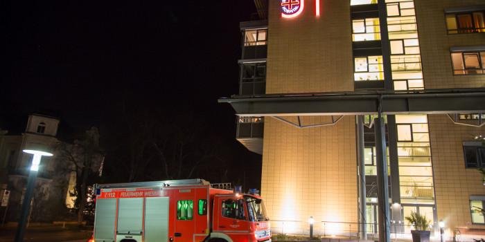 Brandgeruch und Rauch im Krankenhaus durch elektrischen Defekt