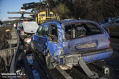 34 Fahrzeuge krachen nach Starkregen auf der A67 bei Rüsselsheim ineinander