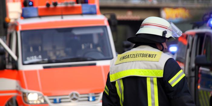 Stauende am Schiersteiner Kreuz übersehen: Zwei Schwerverletzte bei Auffahrunfall