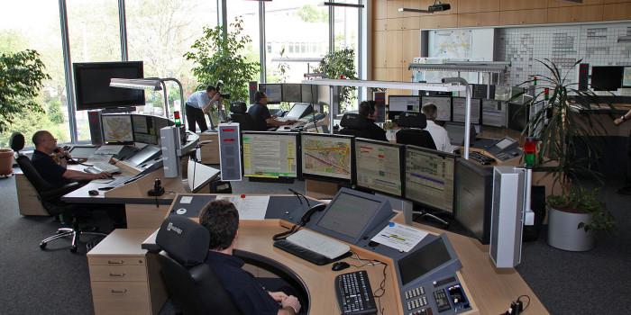 Notruf 112: Europaweit schnelle Hilfe – Mehr Rücksicht für Rettungskräfte im Straßenverkehr gefordert