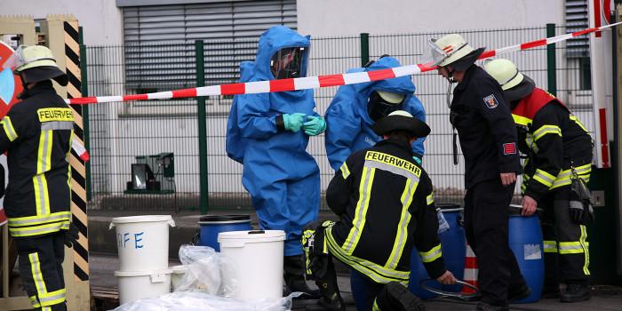 Chemische Verpuffung in einem Mainzer Wohnhaus sorgt für GABC-Einsatz