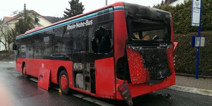 Linienbus geht in Bad Schwalbach in Flammen auf