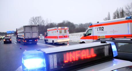 Frau stirbt bei Frontalzusammenstoß auf B44 bei Gernsheim