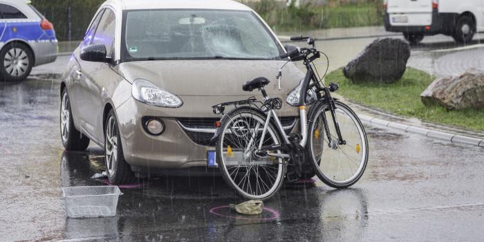 Schwerer Verkehrsunfall mit Radfahrer in Rüsselsheim