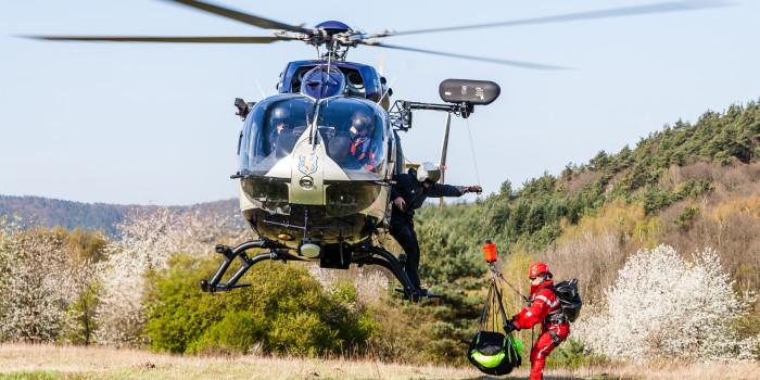 Rettung aus der Luft: Wiesbadener Höhenretter trainieren mit Polizeihubschrauber