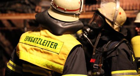 Wertvolle Oldtimer bei Brand einer KFZ Werkstatt zerstört