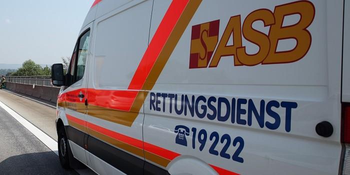 Rettungswagen im Notfalleinsatz blockiert – Taxifahrer lässt sich Zeit