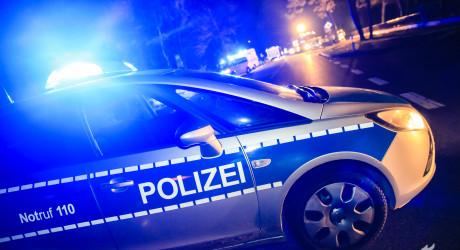 Mit 150 km/h durch die Stadt – Verfolgungsfahrt endet mit Verkehrsunfall