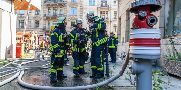 Wieder Feuer im ehemaligen R+V-Hochhaus – Großeinsatz am Kureck