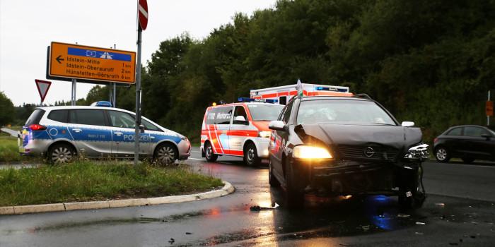 Verkehrsunfall auf der B275 bei Idstein mit mehreren Verletzten