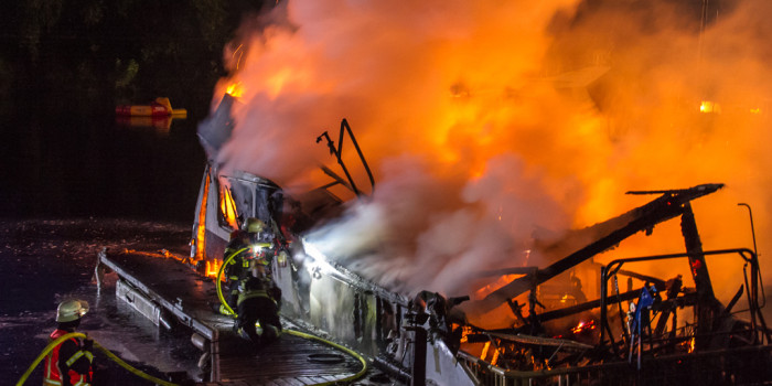 Hausboot im Yachthafen Rüdesheim ausgebrannt und gesunken