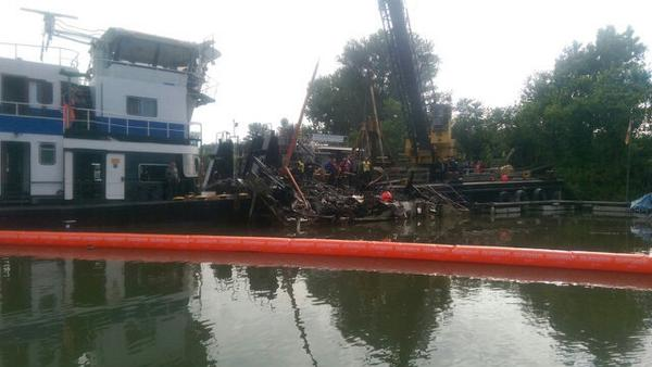 Gesunkenes Hausboot in Rüdesheim gehoben
