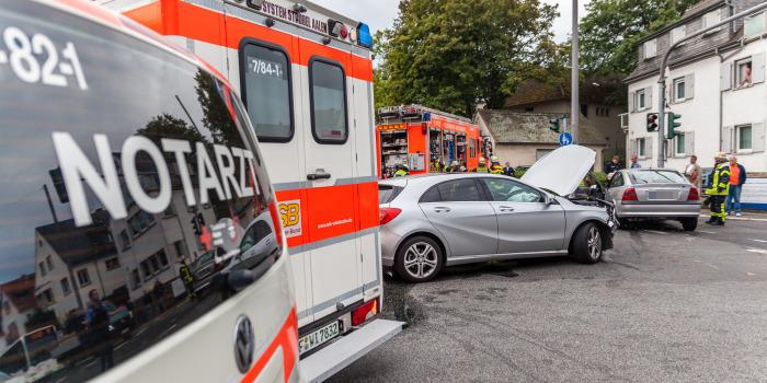 Drei teils schwer Verletzte bei Zusammenstoß auf Bierstadter Höhe
