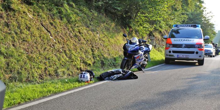 Rettungshubschrauber: Motorradfahrer bei Zusammenstoß schwer verletzt