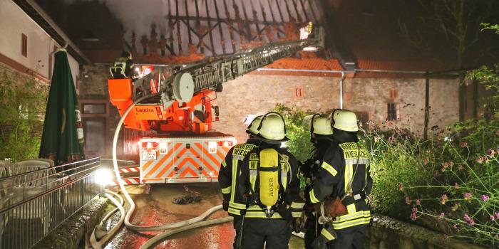 Scheune im Hofgut Klarenthal niedergebrannt – Feuerwehr verhindert Übergreifen