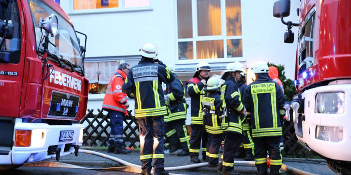 Küchenbrand in Taunusstein – Eine verletzte Person mit Rauchgasvergiftung
