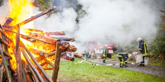 Katastrophenschutzzüge im Hochtaunuskreis üben Waldbrandbekämpfung