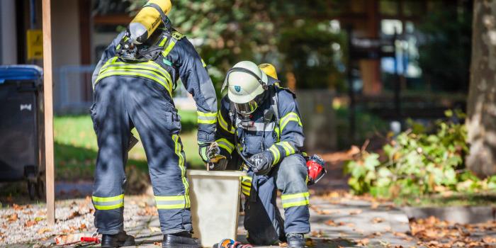 Ungewollte chemische Reaktion sorgt für vierstündigen Feuerwehreinsatz