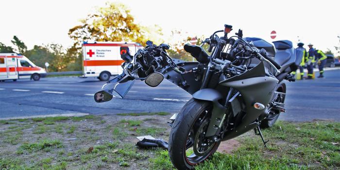 Vorfahrt genommen – Motorradfahrer schwer verletzt