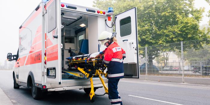 Zusammenstoß mit Pkw – Motorradfahrer schwer verletzt