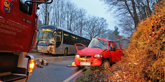 18-Jährige stirbt bei Zusammenstoß mit Schulbus