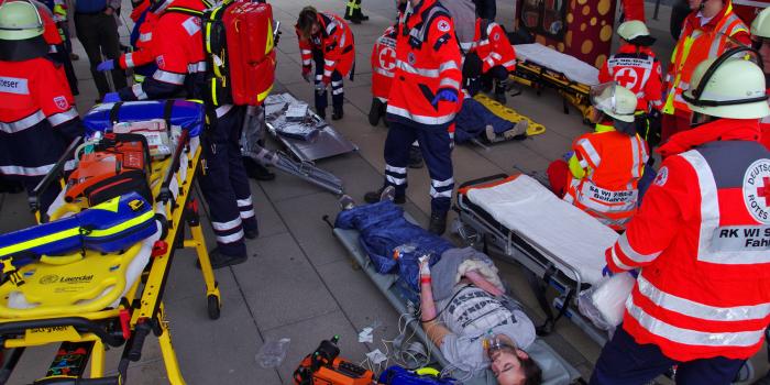 """Jahr für Jahr besser vorbereitet: Wiesbadener Rettungskräfte üben Massenanfall von Verletzten """"MANV"""""""