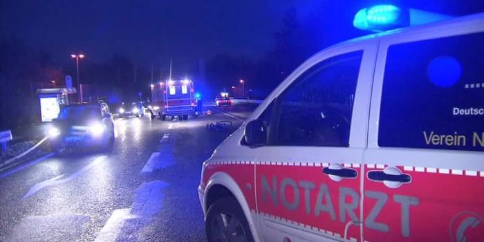 Radfahrer von Pkw überrollt und getötet