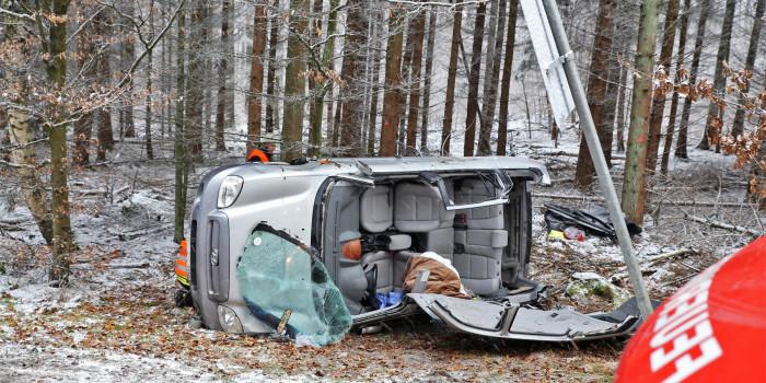 Verkehrsunfall mit eingeschlossenen Personen