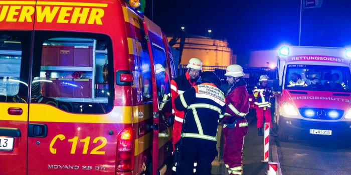 Brand auf Arbeitsschiff im Gustavsburger Hafen