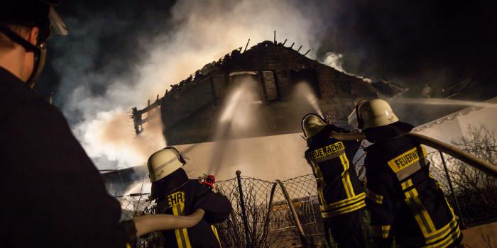 Wohnhaus in Trebur brennt komplett aus – Bewohner verletzt