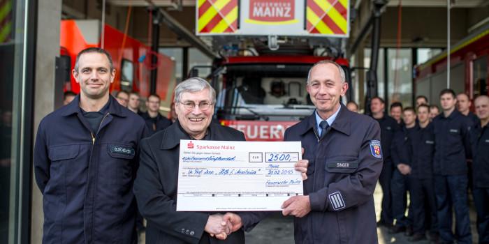 """Feuerwehr Mainz übergibt Spende für """"Hilfe für Anastasiia"""""""