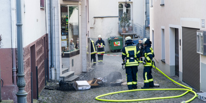 Drei Verletzte bei Zimmerbrand in Assmannshausen