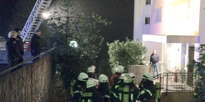 Kellerbrand in Mehrfamilienhaus – Feuerwehrmann verletzt