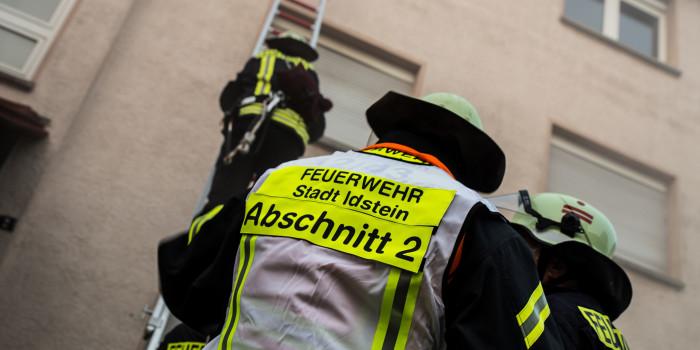 Gebäudebrand in Idstein – Menschenleben in Gefahr!