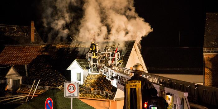 Wohnhaus bei Dachstuhlbrand in Taunusstein-Orlen völlig zerstört