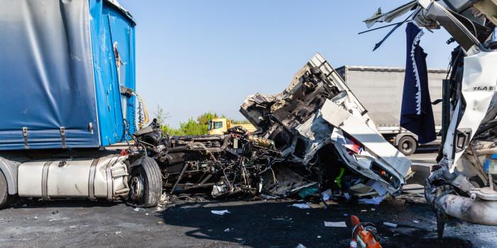 Lkw-Unfall auf der A60: Fahrerhaus reißt bei Zusammenstoß ab