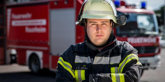 Keine Rettungsgasse: Feuerwehr Raunheim benötigt bei schwerem Verkehrsunfall 45 Minuten für vier Kilometer Stau