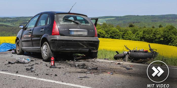 Tödlicher Unfall auf der B275 mit Motorrad und PKW