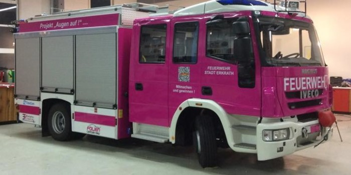 """""""Augen auf!"""" Feuerwehr Erkrath stellt pinkes Löschfahrzeug in Dienst"""