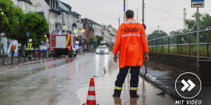 Über 200 Kräfte von Feuerwehr, THW und Rettungsdienst nach heftigem Unwetter im Rheingau im Einsatz