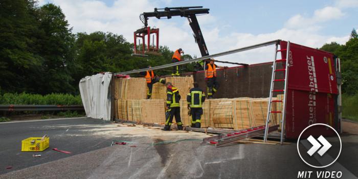 Schwerer LKW Unfall auf der A3 – Autobahn stundenlang gesperrt