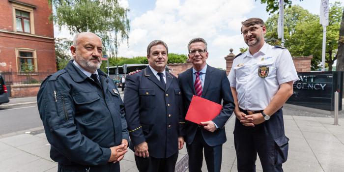 Resolutionsübergabe an Bundesinnenminister: Feuerwehren fordern überfällige Modernisierung der Bundeslöschfahrzeuge