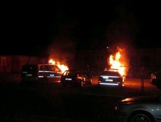 Drei Polizeifahrzeuge in der Mainzer Neustadt in Flammen – Brandstiftung wahrscheinlich