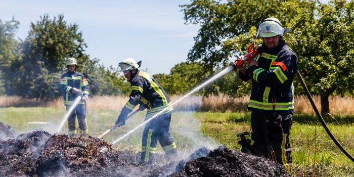 Flächenbrände beschäftigen die Feuerwehren in Wiesbaden und Taunusstein