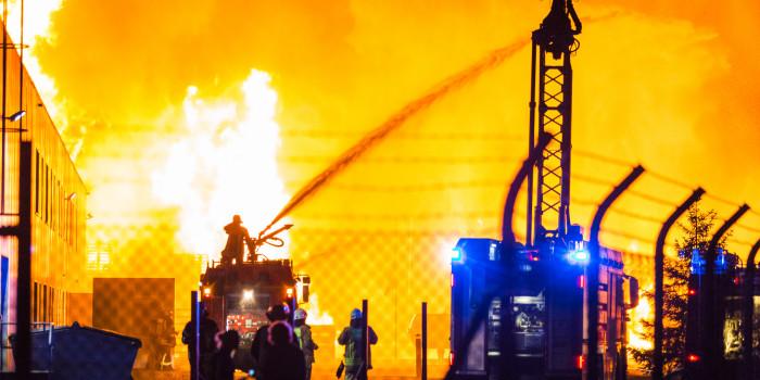 Gastank explodiert bei Großbrand in Biebesheimer Spedition